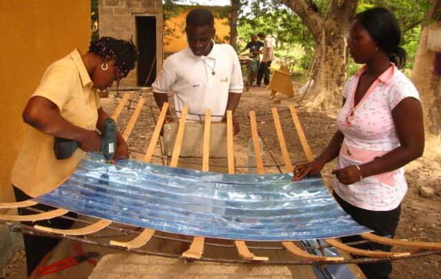 File:Petisos Solar Cooker construction photo.jpg