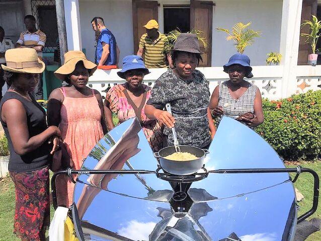 File:Solar Team Chantal - January 2017.jpg