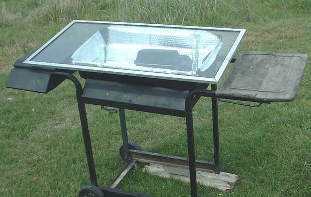File:West's Solar Oven Cooking Cart in action closeups2 001.jpg