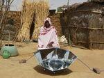 L'une des cinquante femmes formées par SHE pour utiliser le cuiseur HotPot auTchad