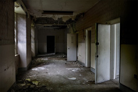 File:Abandoned-north-wales-hospital-hallway.jpg