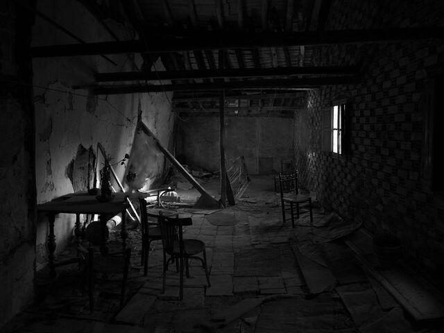 File:Abandoned house.jpg