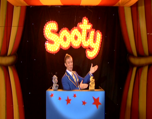 File:TheMagicShow1.png