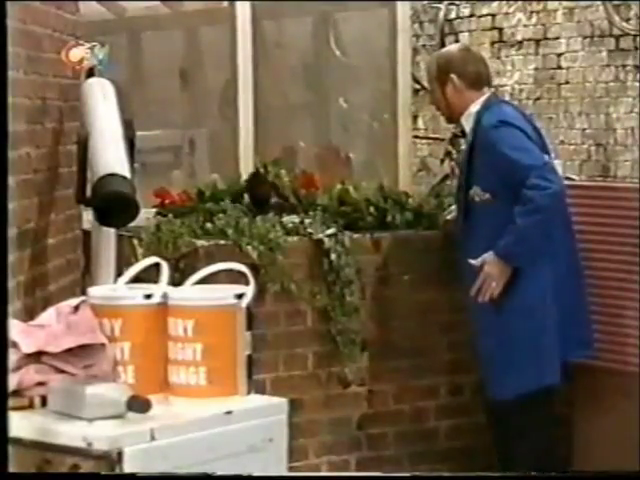File:1998-09-14 - Sooty and Co - 6x03 - Health Risk - Part 01 of 02 322.png