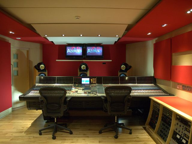 File:Abbey-road-control-room-640-80.jpg