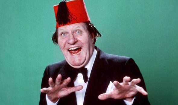 File:The real Tommy Cooper.jpg