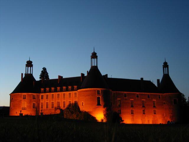 File:RealWorld Saint-Fargeau Castle (Night).jpg