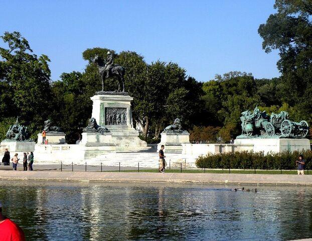 File:Capitol Reflecting Pool & Ulysses S. Grant Memorial.jpg
