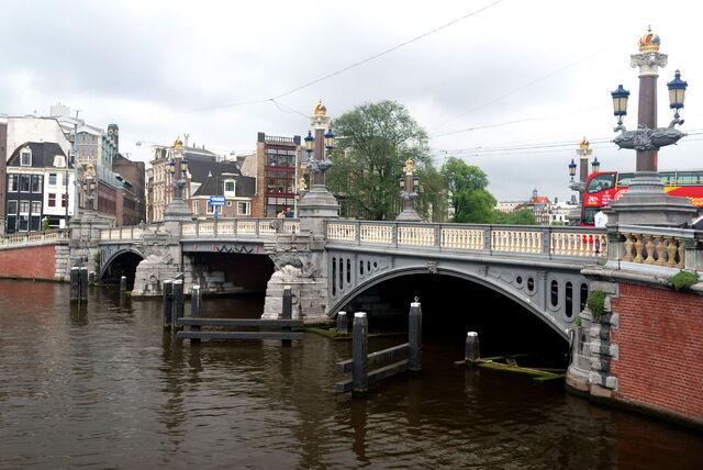 File:Blauwbrug.jpg