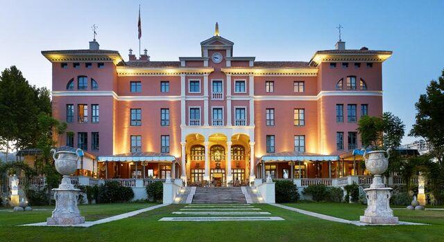 File:RealWorld Villa Padierna Palace Hotel.jpg