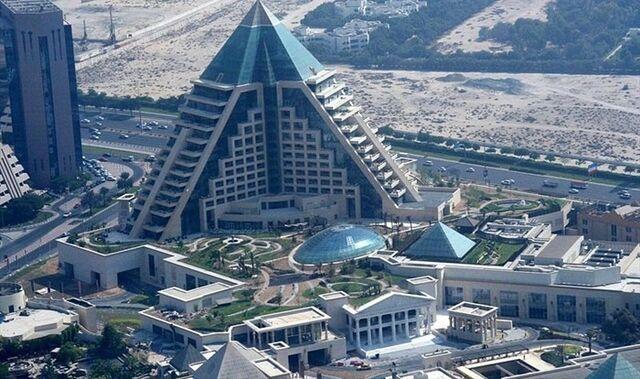 File:RealWorld Paradise Luxury Hotel.jpg