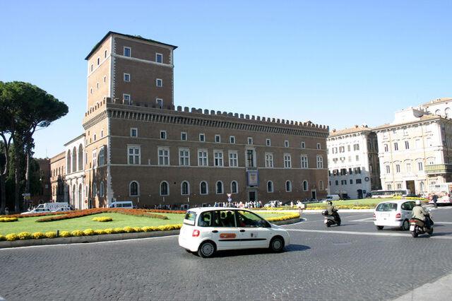 File:RealWorld Palazzo Venezia.jpg