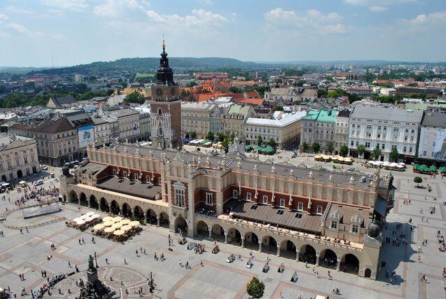 File:RealWorld Krakow Cloth Hall.jpg