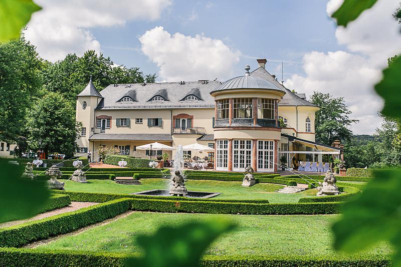 File:RealWorld Kingswood House.jpg