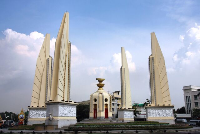 File:RealWorld Thai Square.jpg
