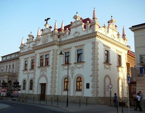 File:RealWorld Wanda Simashkova Theater.jpg