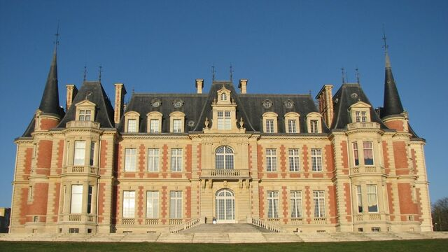 File:RealWorld Chateau les Fontaines.jpg