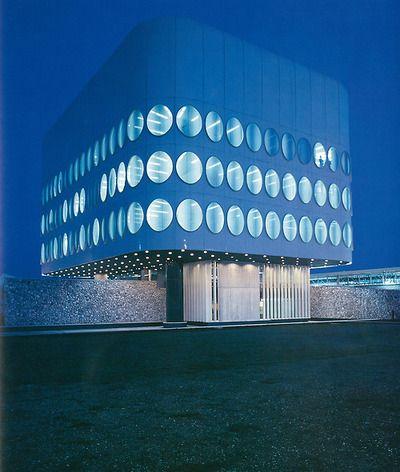 File:Snaidero Office Building - Majano, Italy.jpg