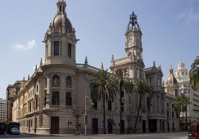 File:RealWorld Valencia City Hall.jpg