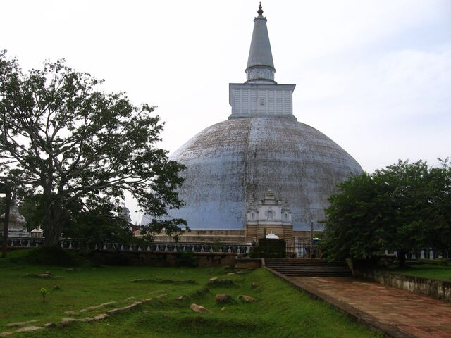 File:RealWorld Anuradhapura Garden.jpg