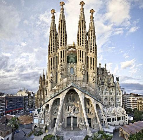 File:RealWorld Sagrada Familia.jpg
