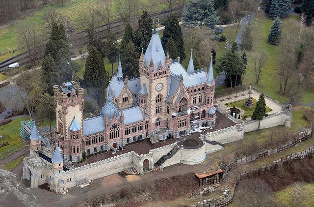 File:RealWorld Schloss Drachenburg.jpeg