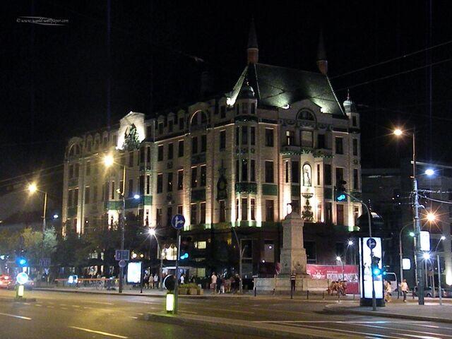 File:RealWorld Hotel Moskva (Night).jpg