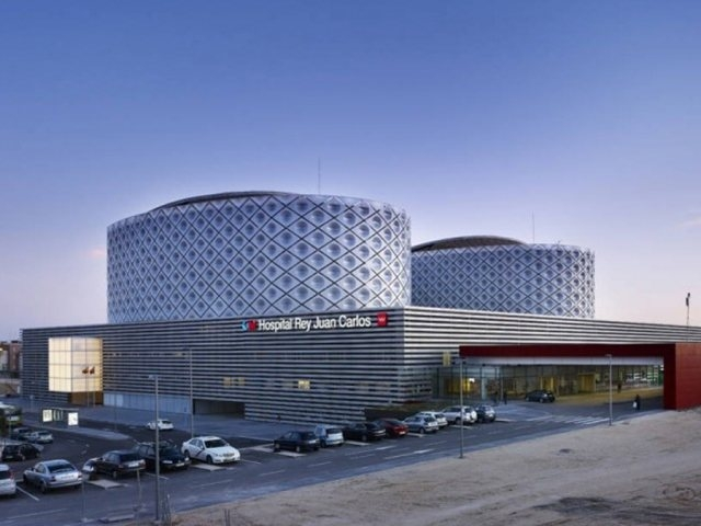 File:Rey Juan Carlos Hospital in Madrid, by Architect Rafael De La-Hoz.jpg