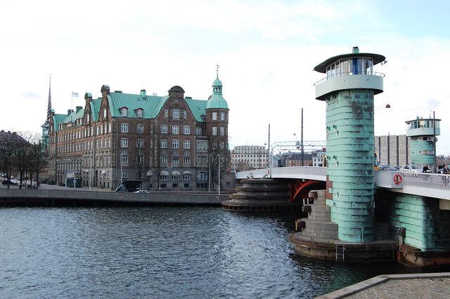 File:Knippelsbro - C. F. Tietgens Hus.jpg