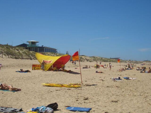 Bestand:Bar oan 't Strand - Elouera Beach 1.jpg
