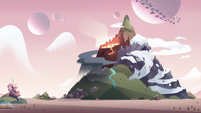 S2E15 Gigantic hill on Mewni