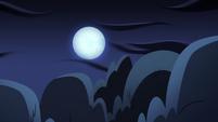 S2E27 Moon over the Echo Creek cemetery
