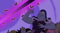 S3E2 Queen Moon's spell severs Toffee's finger