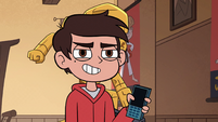 S2E37 Marco Diaz presenting his phone to Sensei