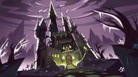 S1e1 Ludos castle