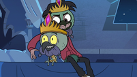 S3E6 Marco Diaz reaching around King Ludo