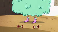 S2E13 Another apple core falls at Kelly's feet