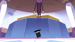 S2E22 Spider With a Top Hat jumping off the ground