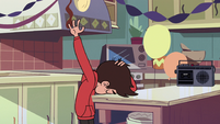 S3E1 Marco Diaz 'I can't even find the box'