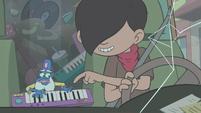 S2E5 Oskar teaches Glossaryck to play a keytar