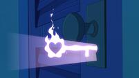 S2E1 Star makes a door key out of a magic