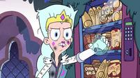 S3E1 Queen Moon reveals Toffee's finger