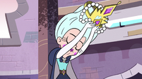 S2E40 Queen Moon removing her crown