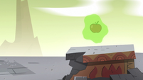 S2E35 Apple starts floating in the air