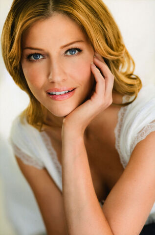 File:TriciaHelfer Real3.jpg