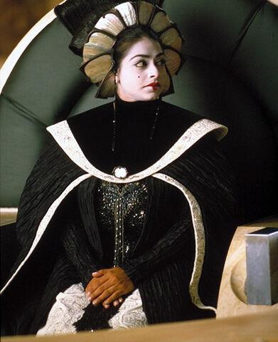 File:Jamillia on throne.jpg
