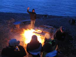 File:People having a bonfire.jpg