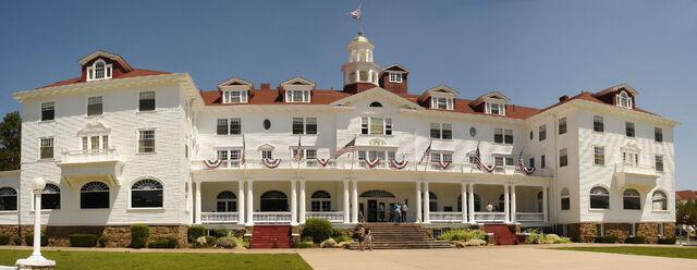 File:1920px-Stanley Hotel, Estes Park.jpg