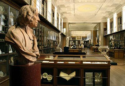 File:400px-BM; 'MF' RM1 - The King's Library, Enlightenment 1 'Discovering the world in the 18th Century ~ View South.jpg