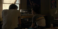 Stranger Things 1x02 – Jonathan and Will Listen to Music